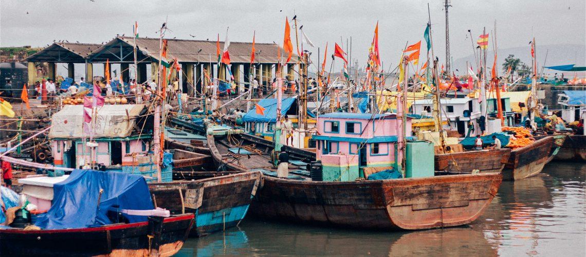 port de pêche, bateaux de pêche - mumbai, india